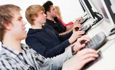 Instituciones educativas vigilarán a alumnos en Facebook