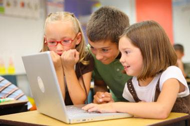 Menores de 13 años en Redes Sociales aumentan peligros de agresión y acoso