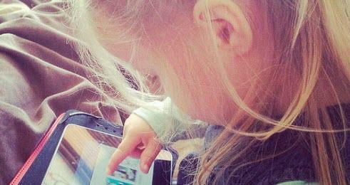 Hospitalizan a una menor de 4 años por ser adicta al iPad