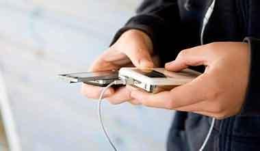 Redacta un contrato de acuerdo antes de regalar a su hijo un celular