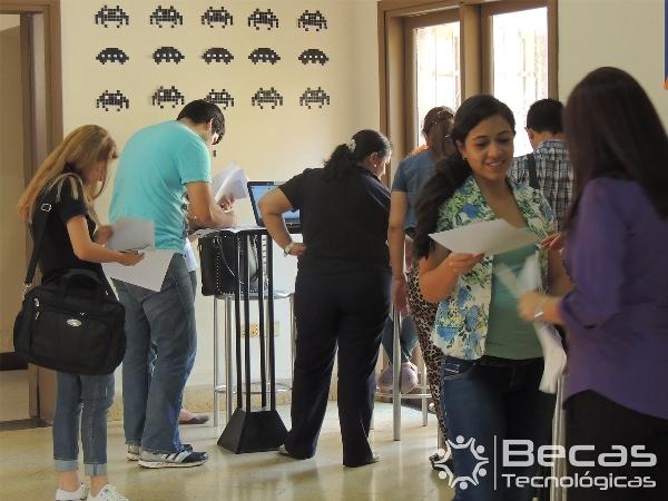 Lanzamiento de Becas Estudiantiles en el área de las TIC